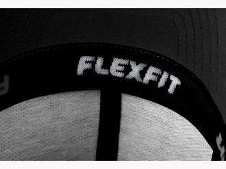 Шапка в армейски стил Flexfit®