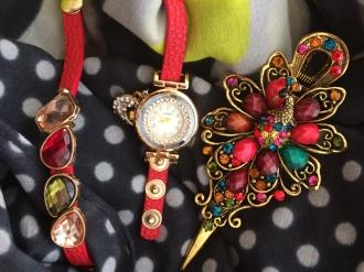 Комплект шал, часовник с камъни и шнола