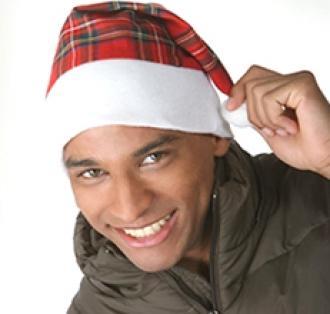 Коледна шапка с пискюл