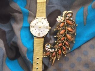 Комплект шал, часовник и шнола в златно