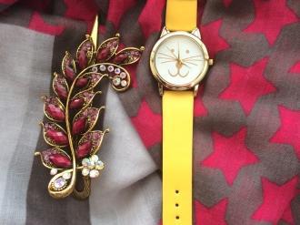 Комплект шал,жълт часовник и шнола