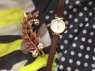 Комплект шал,кафяв часовник и шнола
