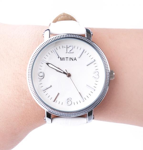 Елегантен бял часовник