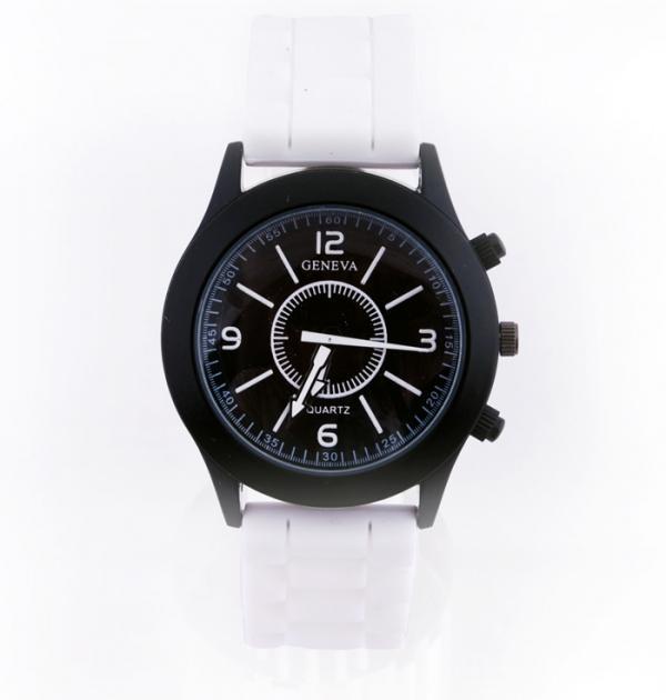 Спортен часовник с бяла каишка