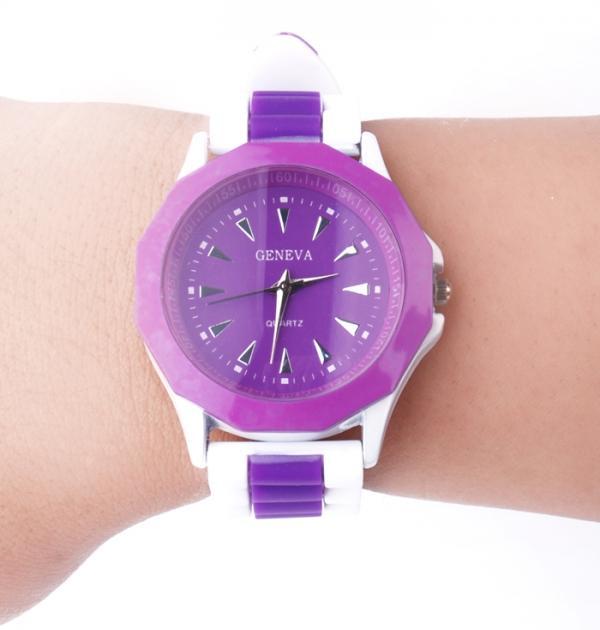 Лилав спортен часовник