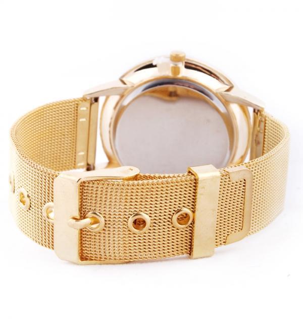 Елегантен часовник със златна каишка