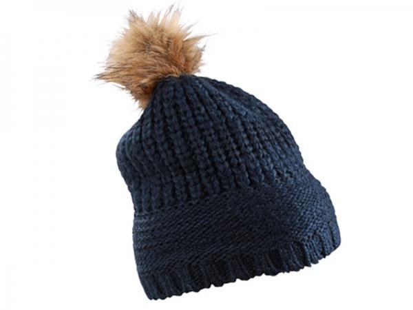 Плетена шапка с пискюл