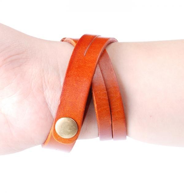 Дамски часовник с оранжева кожена каишка