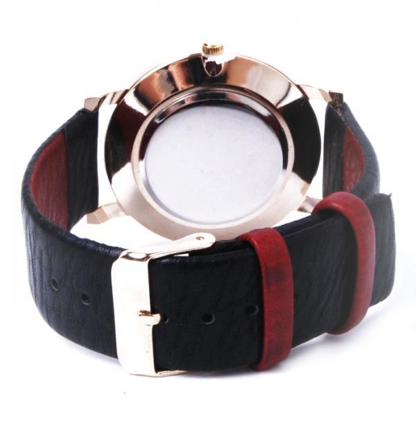 Дамски часовник с червено-черна каишка