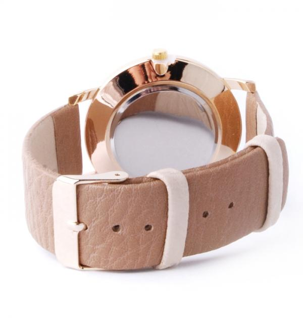 Дамски часовник с бежова каишка