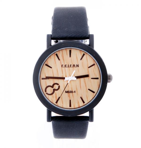 Дамски часовник с черна каишка, имитираща дърво