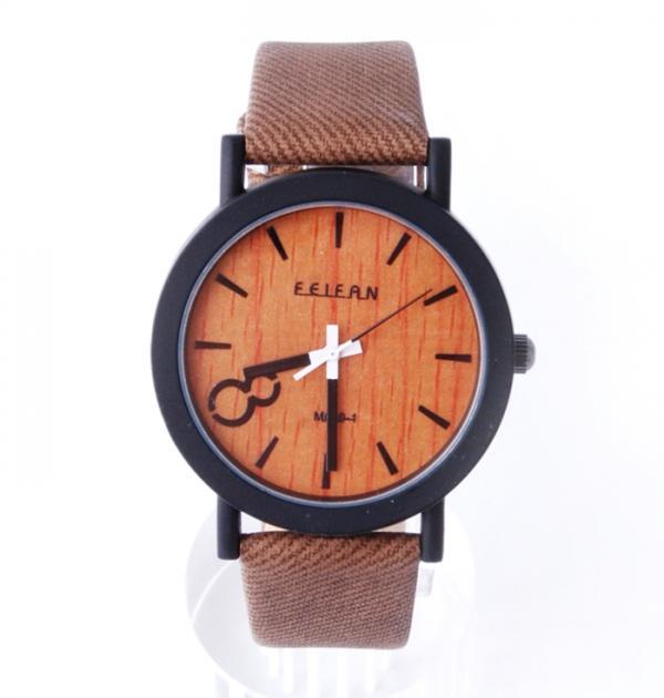 Дамски часовник с кафява каишка, имитираща дърво