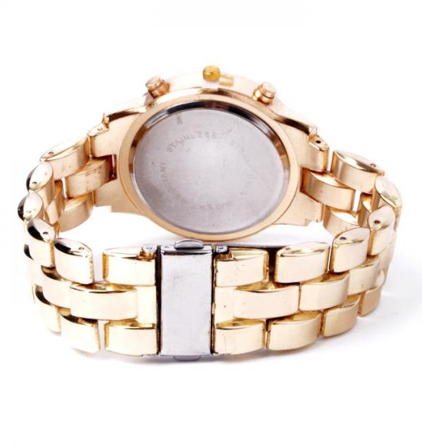 Елегантен златен часовник