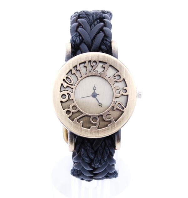 Плетен часовник с черна каишка