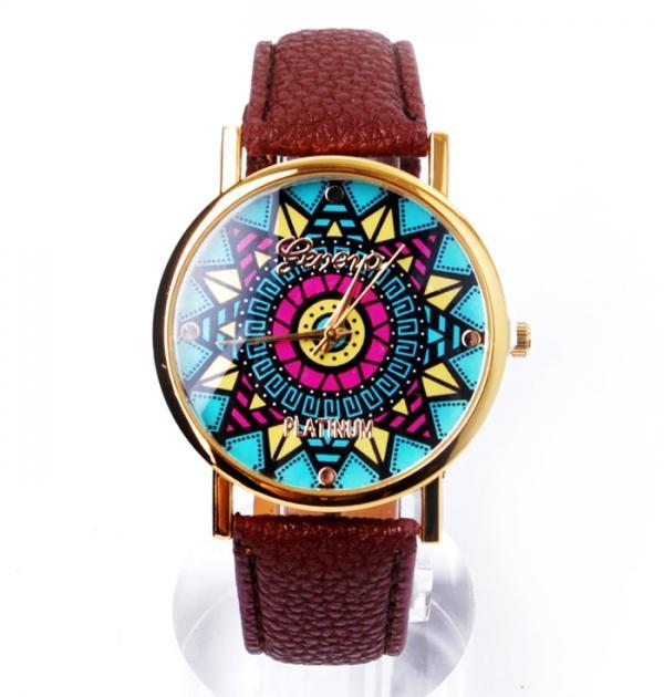 Кафяв часовник с цветен циферблат