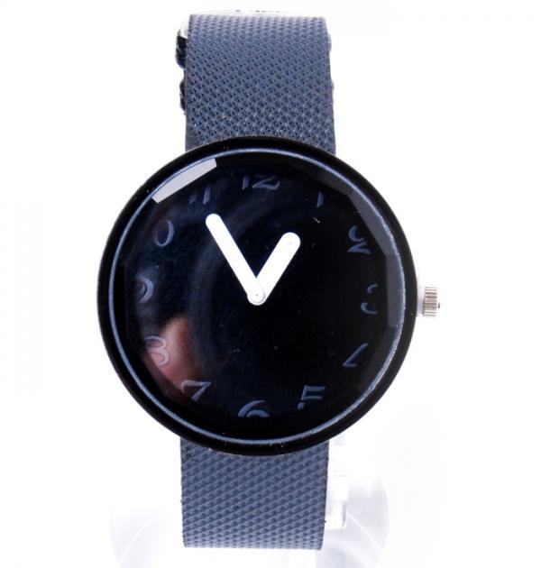 Стилен черен часовник
