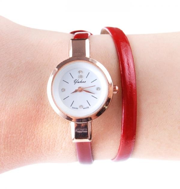 Червен часовник-гривна