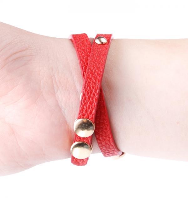 Червен часовник с цветни камъни