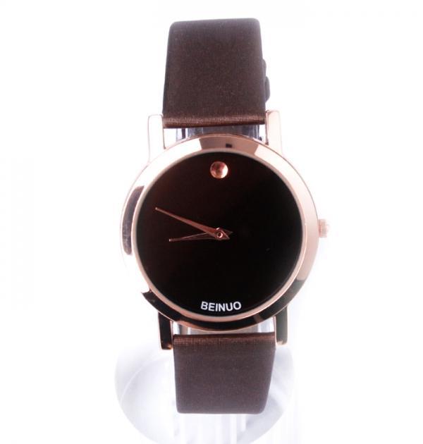 Стилен кафяв часовник с черен циферблат