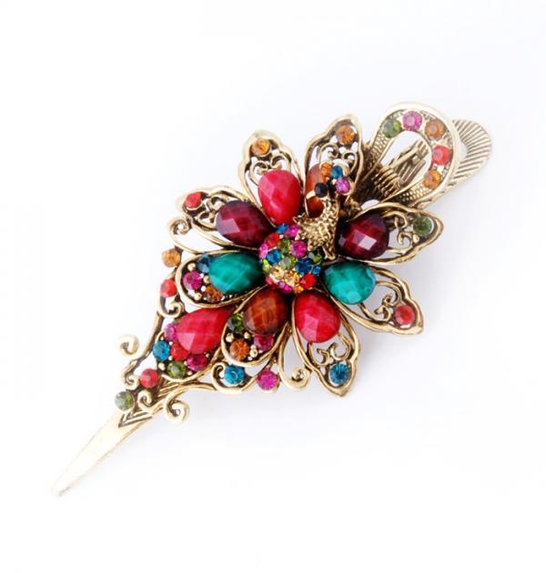 Шнола Паун с цветни камъни
